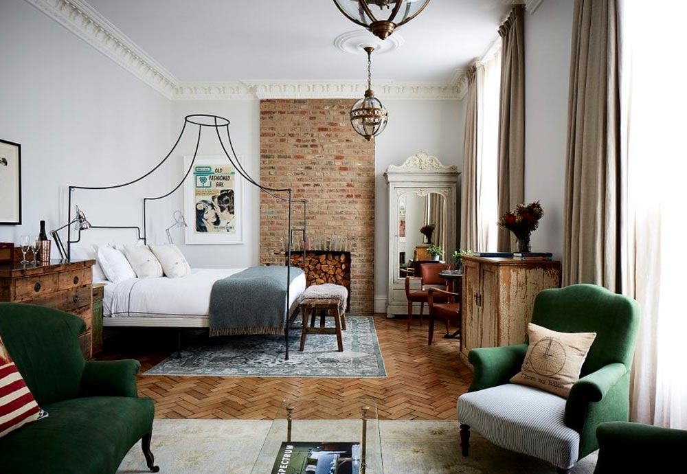 Artist Residence hotel in London. In the image, we cans see one of its rooms, that demonstrates why this one is in our design hotels list.