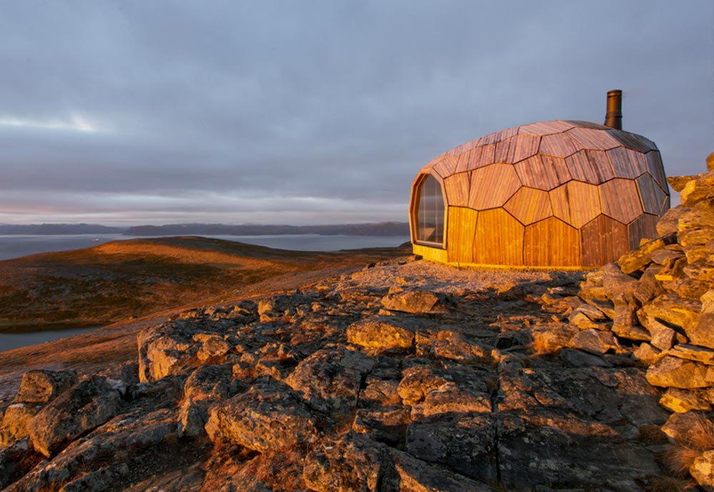 A mountain house made following the principles of organic architecture.